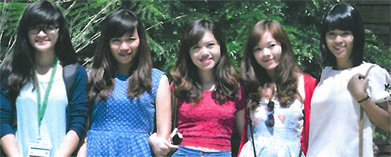 Photo of Jane, Anna, Yuna, Tracy, Kim