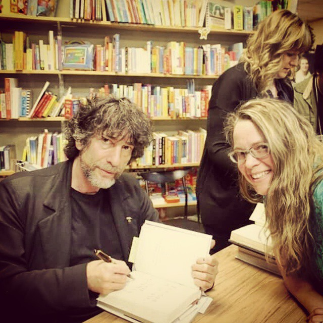 English Department Communications Coordinator Jill Salahub and author Neil Gaiman. Jill waited in line for seven hours at Old Firehouse Books to meet Gaiman, who stayed at that table signing books for eleven hours, until there was no more line.