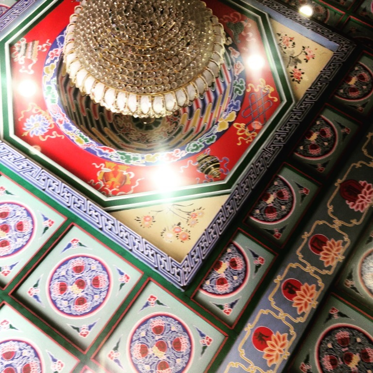 The ceiling of one of the temples near the Wild Goose Pagoda