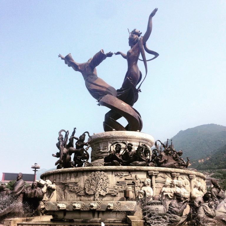 The statue of Yang Guifei and Emperor Xuanzong