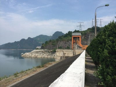 "Hoa Binh (pronounced ""Hwah Bing"") hydroelectric dam, the largest hydroelectric dam in Vietnam"
