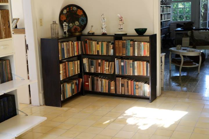 hemingwaysbookshelf