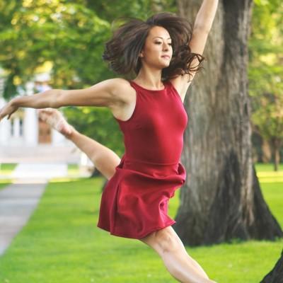 Lindsay in Ballet pose