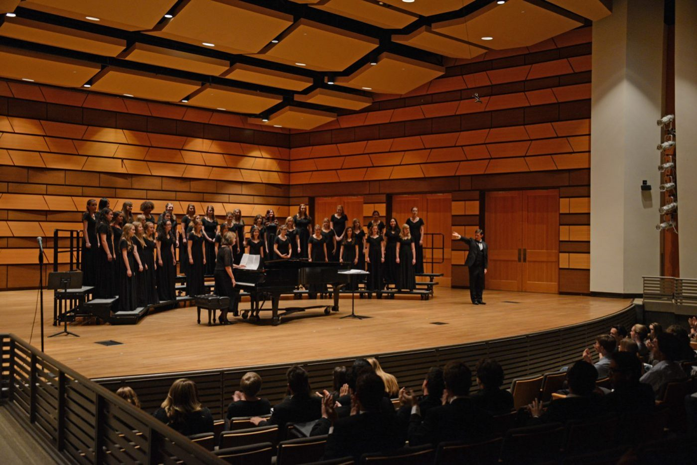Chamber choir and concert choir concert music for Chambre orchestra