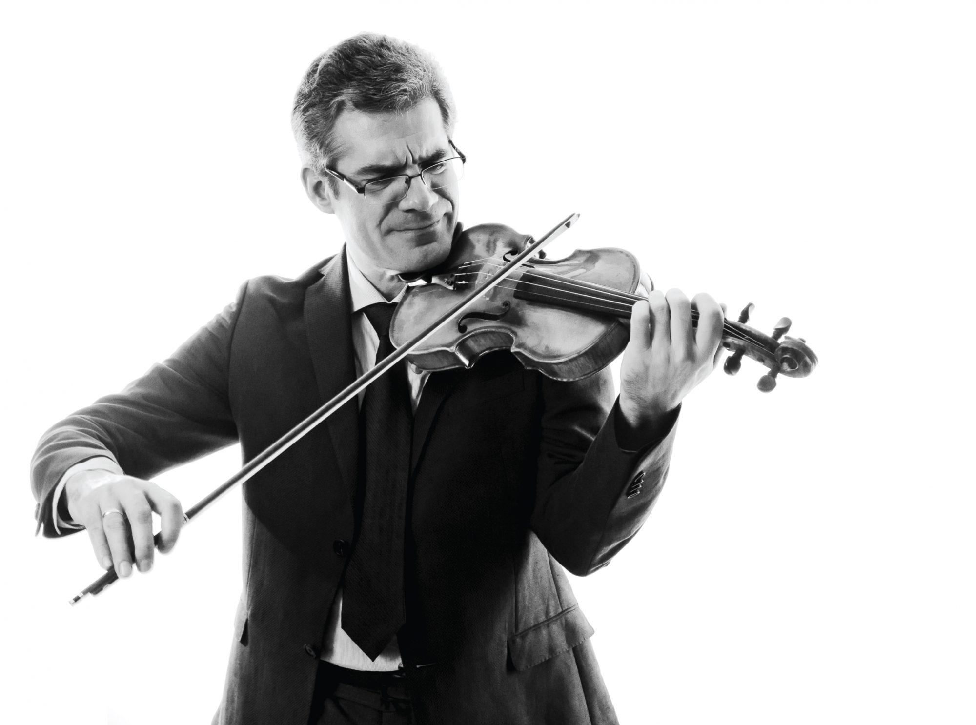 Cuauhtémoc Rivera Guzmán playing the violin