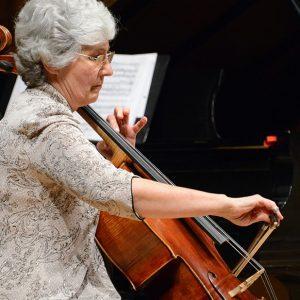 Barbara Thiem playing the cello