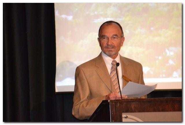 Robert Keller addressing honors graduates.