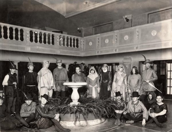 "Stage production of the play ""Robin Hood"" in 1929"